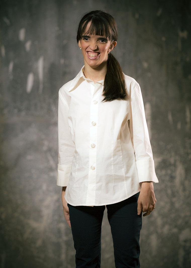 Camisa Bhawani, Erika Luengo